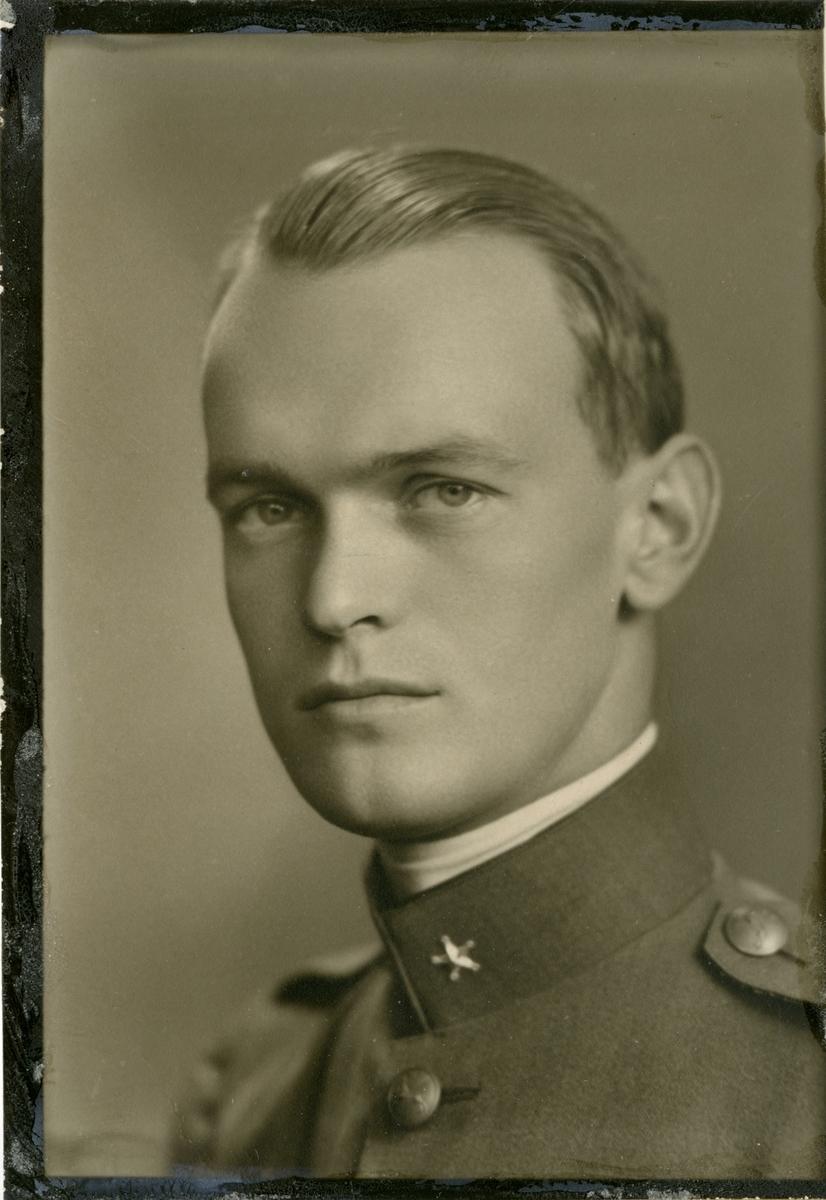 Porträtt av Gret Ingvar Nilsson, kapten vid Hälsinge regemente I 14.
