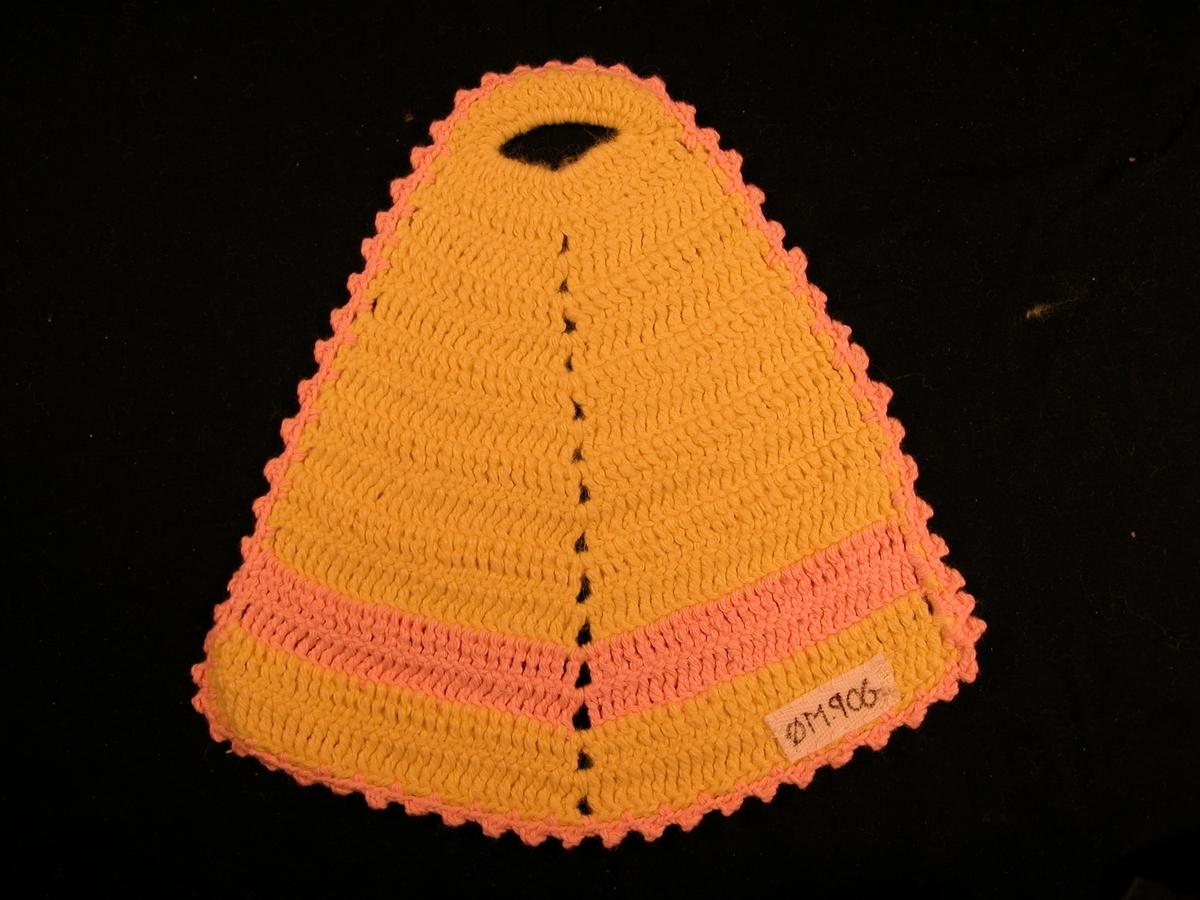 Gul bunn, rosa kant rundt + rosa stripe på det breiaste. Hol øvst, og ein markert midtakse.