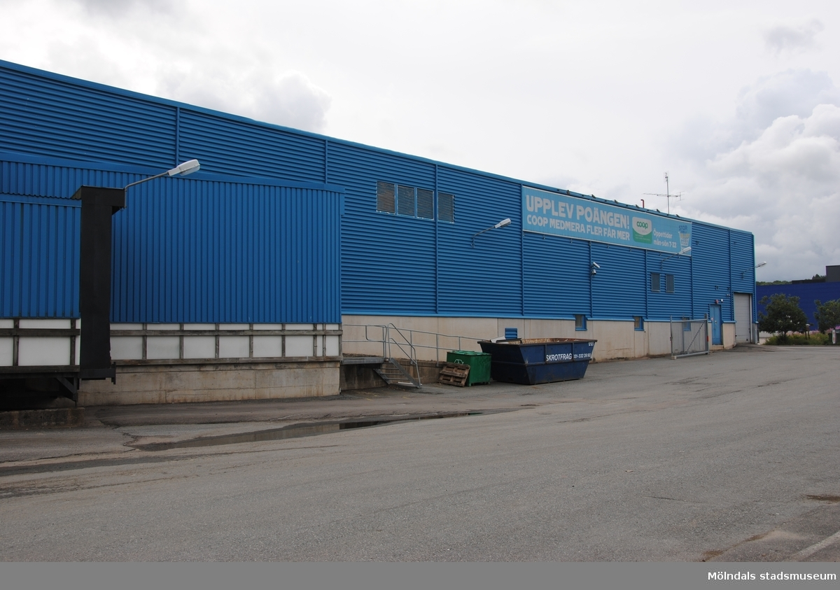 Byggnadsdokumentation av varuhuset Coop Forum i Kållered med adress Ekenleden 4, Våmmedal 2:158, som fått rivningslov. Exterörfotografi från väster den 5/7 2016.
