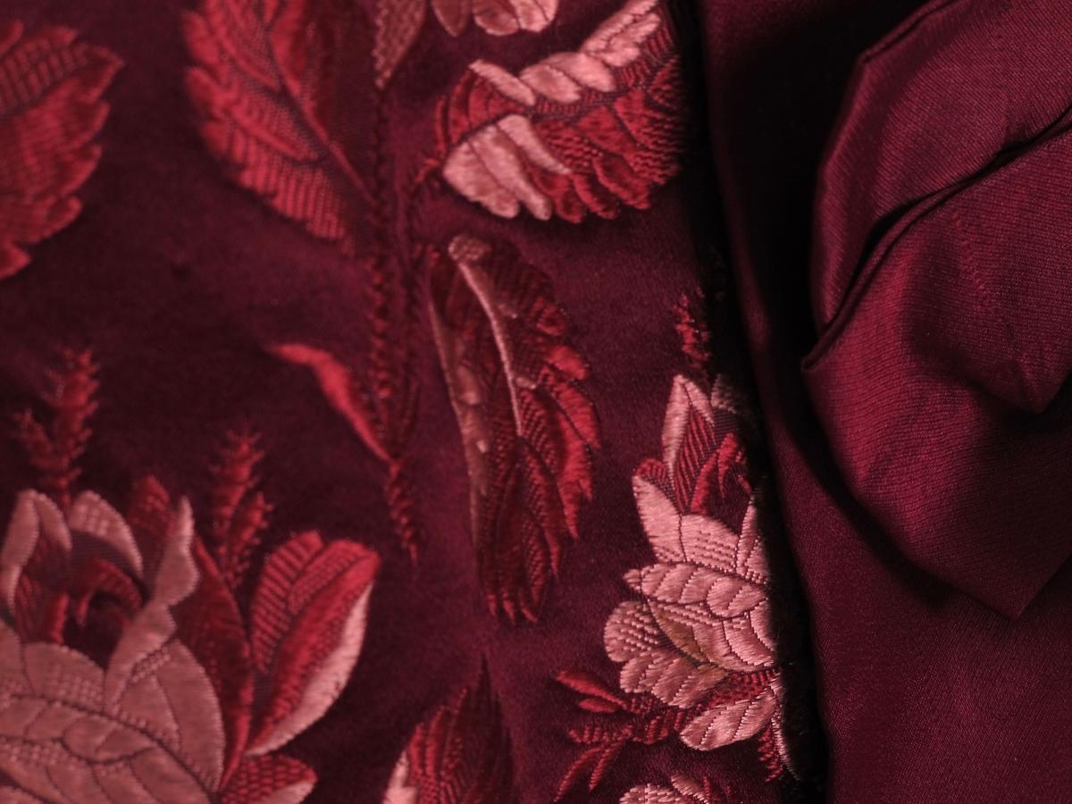 Blomstret silkebrokade