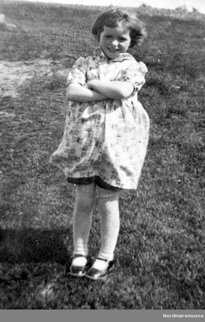 Portrett av en jente. Fra Nordmøre Museum sin fotosamling, Williamsarkivet. EFR2015