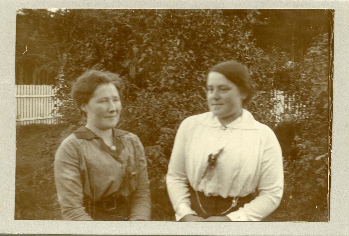 Portrett av Anna Lunde og Ingrid Langødegård.