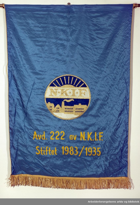 Apotekernes Laboratorium kjemiske fagforening..Bakside..Fanetekst:.N.K.I.F..Avd. 222 av N.K.I.F..Stiftet: 1983/1935.