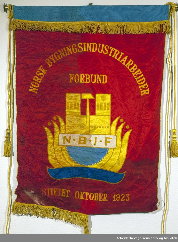 Norsk bygningsindustriarbeiderforbund..Forside..Fanetekst:.Norsk Bygningsindustriarbeider Forbund.Stiftet: Oktober 1923