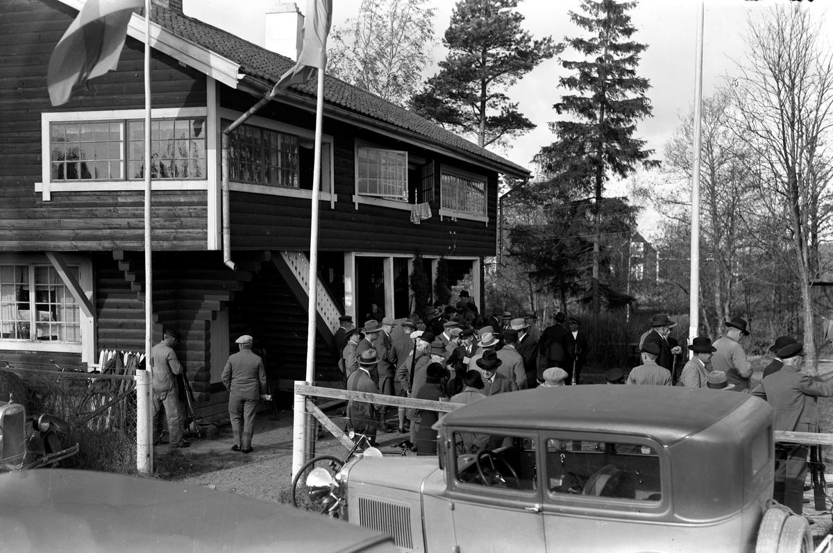 Bilder tagna vid skyttepaviljongen på Färjestad år 1929, som senare blev en sportaffär där ett av butiksnamnen var Håfströms.