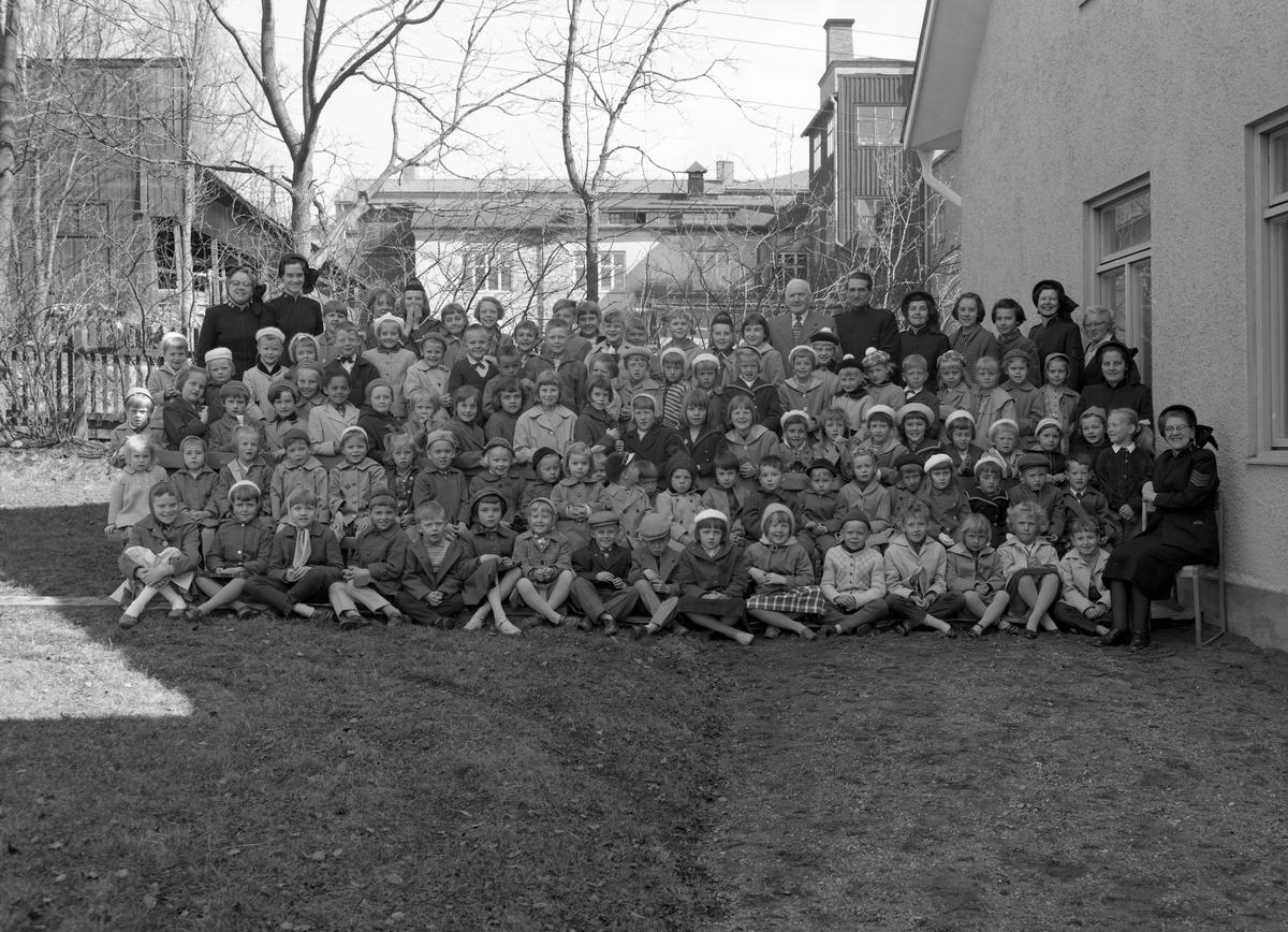 Bild beställd av Frälsningsarmén i Arvika, tagen den 16 april 1958.