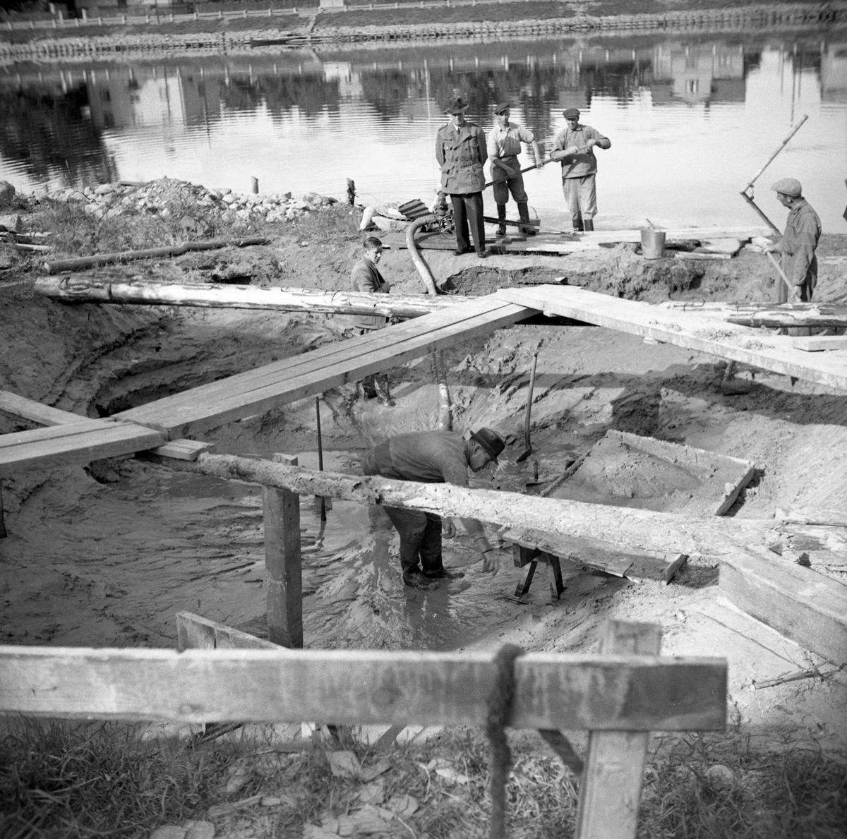 Ett båtvrak hittas vid lågvatten 1934 i Klarälven nedanför sysslomannens villa på lasarettsområdet, vilket är i höjd med Bernstadsgatans anslutning till Romstadsvägen tvärsöver älven.
