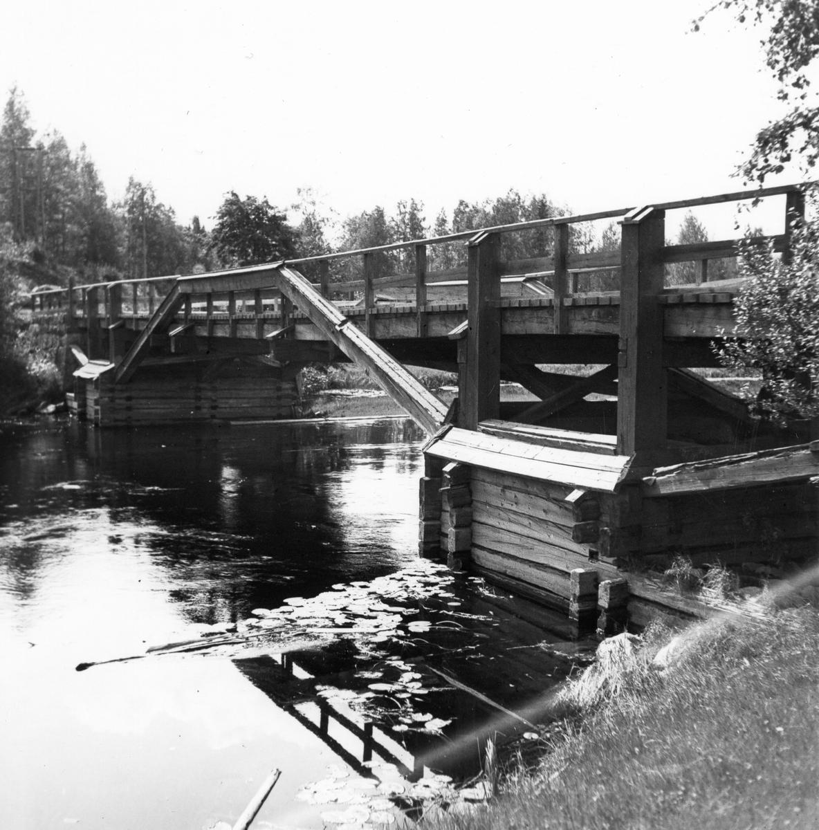 Bro över Voxna älv.