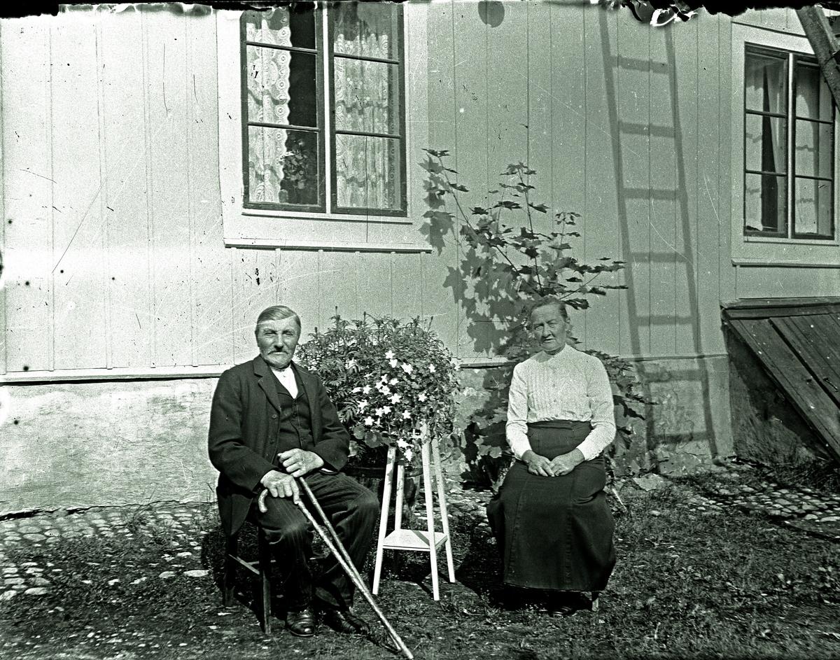 Ett äldre par. Fotograf okänd.
