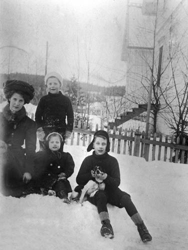 Kirsten med sine småsøsken
