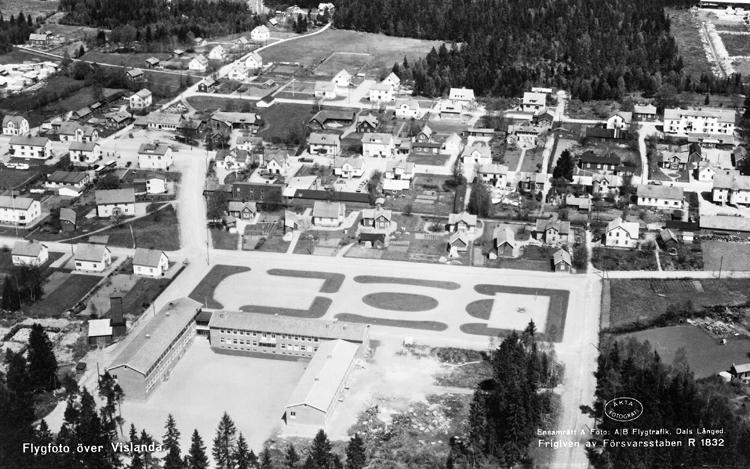 Bildtext: Flygfoto över Vislanda.Äkta FotografiEnsamrätt & Foto: A/B Flygtrafik, Dals LångedFrigiven av Försvarsstaben R 1832