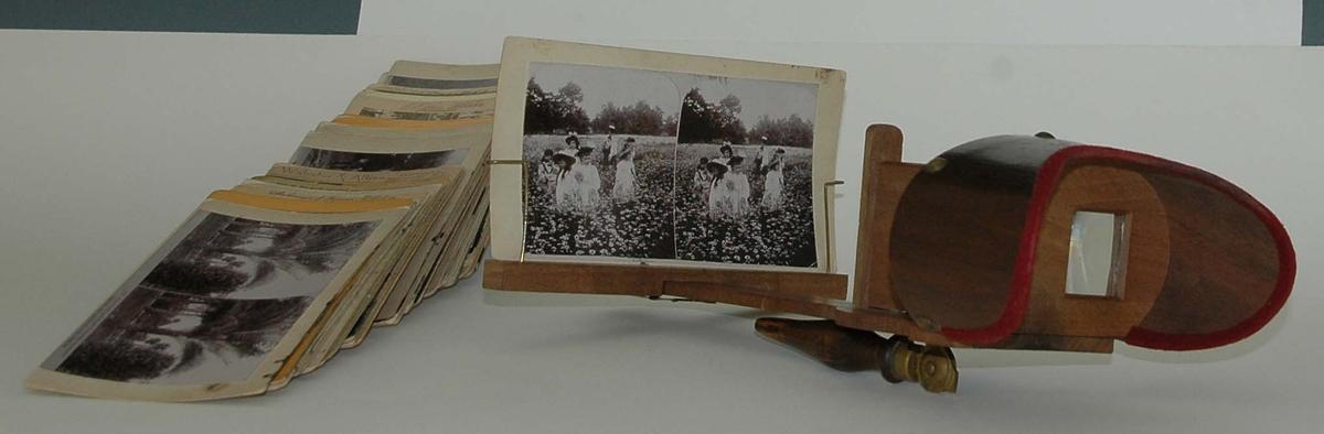 Stereobetraktare med 36 stereofotografier. Föremålen har funnits i Ida Löhmans (1896-1983) efterlämnade bohag och förmodligen införskaffats strax efter sekelskiftet 1900 av Idas föräldrar Irenes och Karolina Wester som bodde i Gävle (kv. 16/II).
