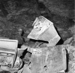 """Vardens arkiv. """"Utbygging av kraftstasjon. Rjukan III"""" 06.01"""