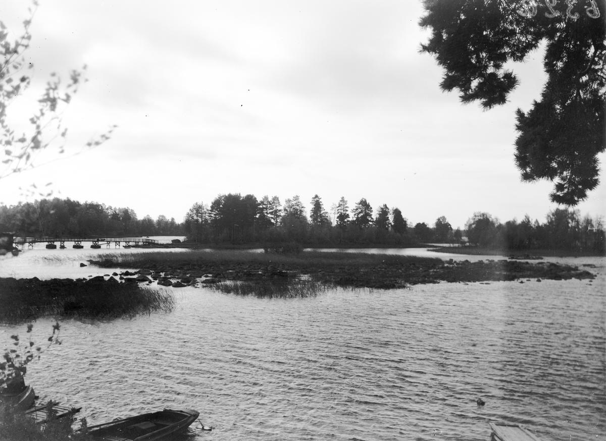 Träbron över till Laduholmen i Storsjön