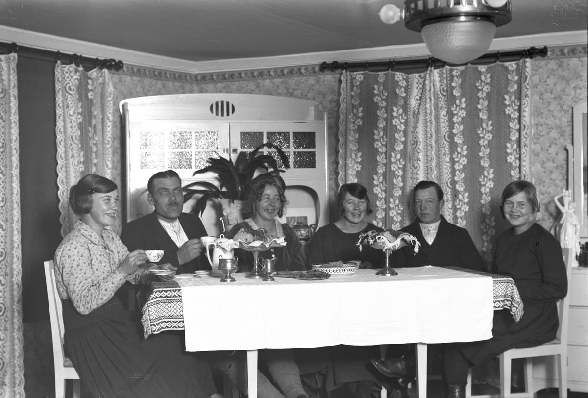 Familjen Karl Löv, W. Hästbo