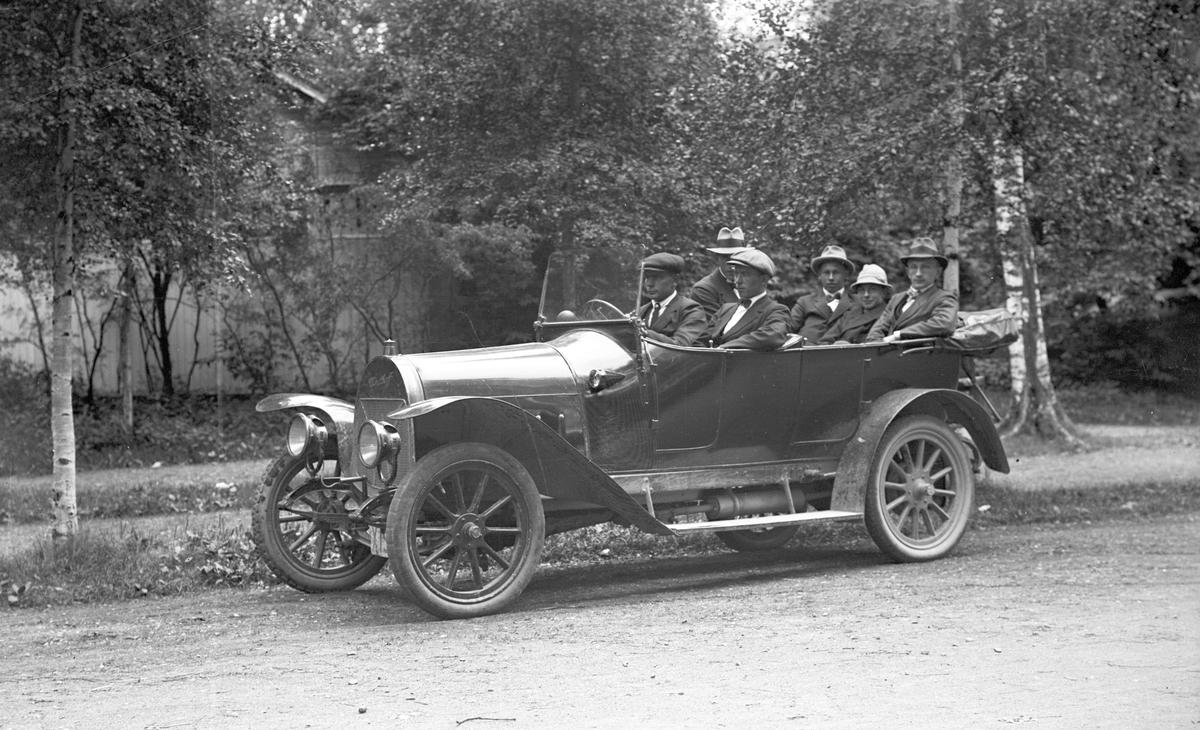 Josef vid ratten i en Windhoff 1912-1914, tillsammans med fem andra män.