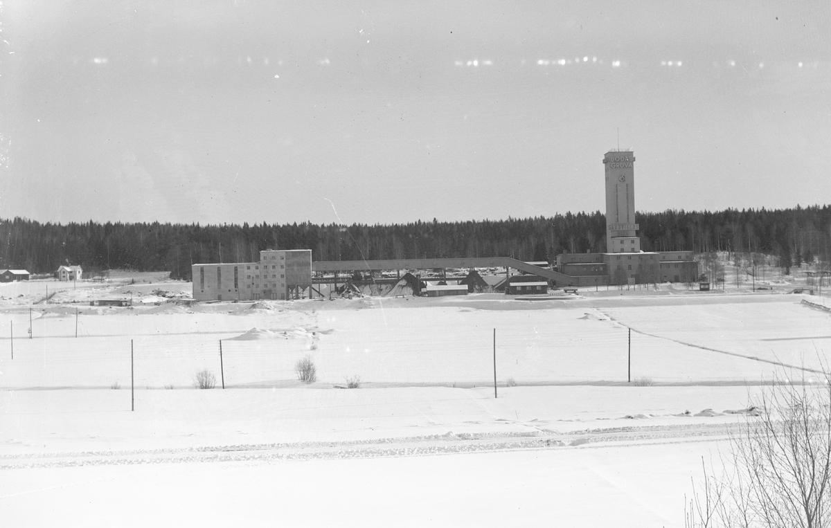 Bodås gruva byggd 1945. Kulcinterverket till vänster byggdes 1950-51