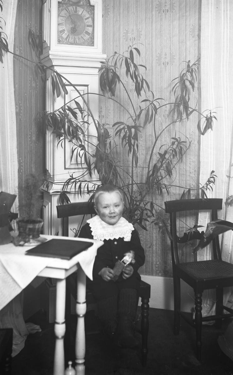Lars Petter Eriksson i Trollbo, Wästra Hästbo. Född den 31 oktober 1914, död 3 december 1928.