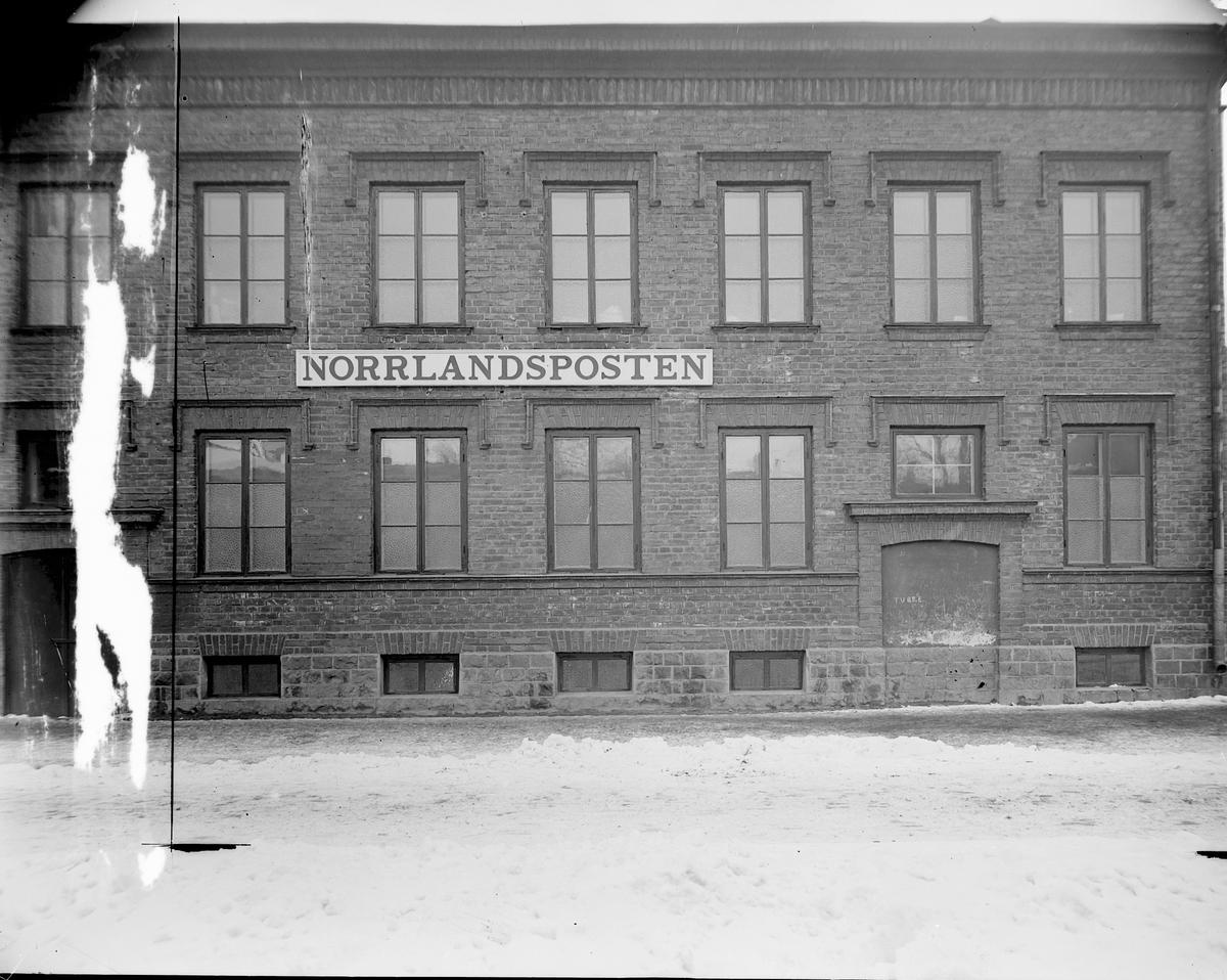 Norrlandsposten  Norrlandsposten grundades 1837. Ambitionerna var att sprida liberalismens principer i hela Norrland. 1897 blev daglig morgontidning.
