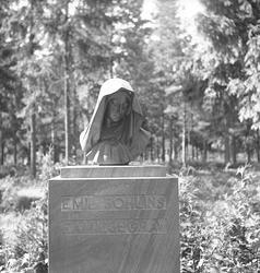 Emil Bohlins familjegrav. Skogskyrkogården. Juli 1939. Repor