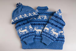 Kirsten Flagstad had one grandson whom she was very fond of. Sigurd Dusenberry Hall was born and raised in the United States and has been to the museum several times. He talks so fondly about his grandmother who he remembers well. This sweater and hat was knitted to him as a young boy by Kirsten Flagstad and the recipe was later shown in Allers magazin in the 1990s.