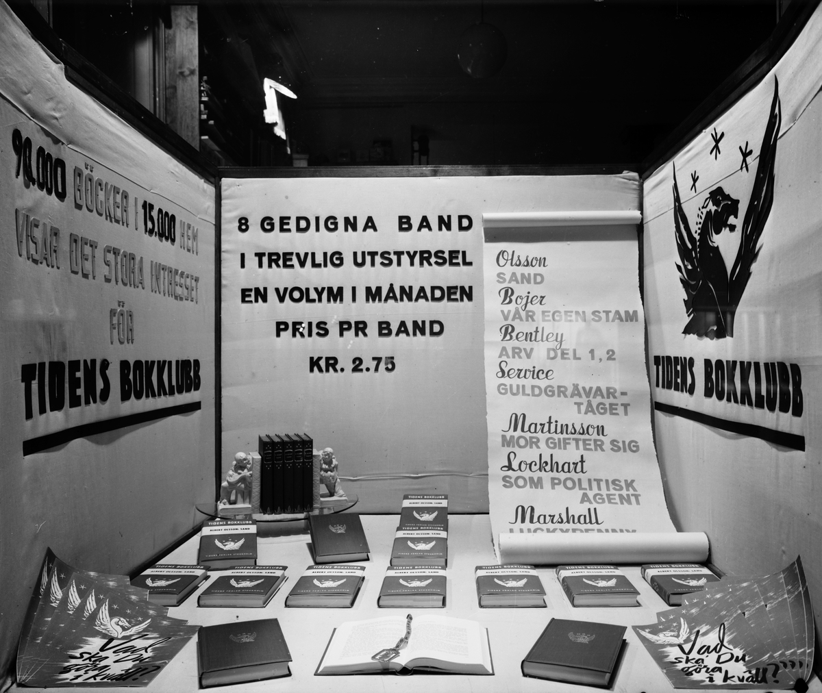 """Hedmans Bokhandels skyltfönster. """"Tidens Bokklubb"""". Den 15 september 1941."""