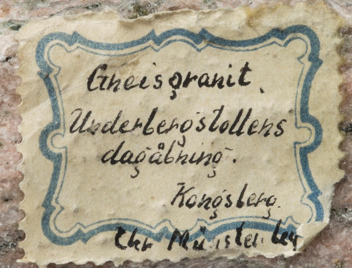 Etikett på prøve: Gneisgranit.  Underbergstollens  dagåbning Kongsberg Chr. Münster leg