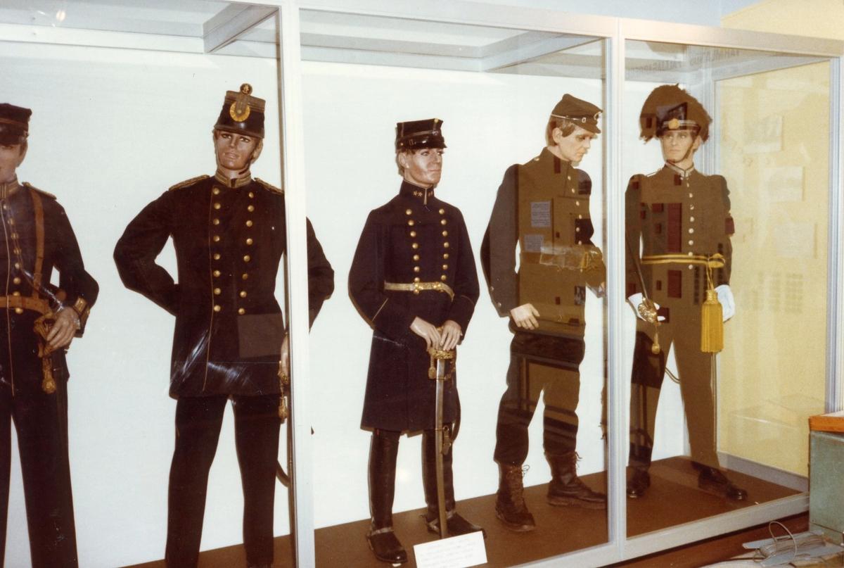 Studiebesök vid I 2 museum, Karlstad. Uniformer m/ä.