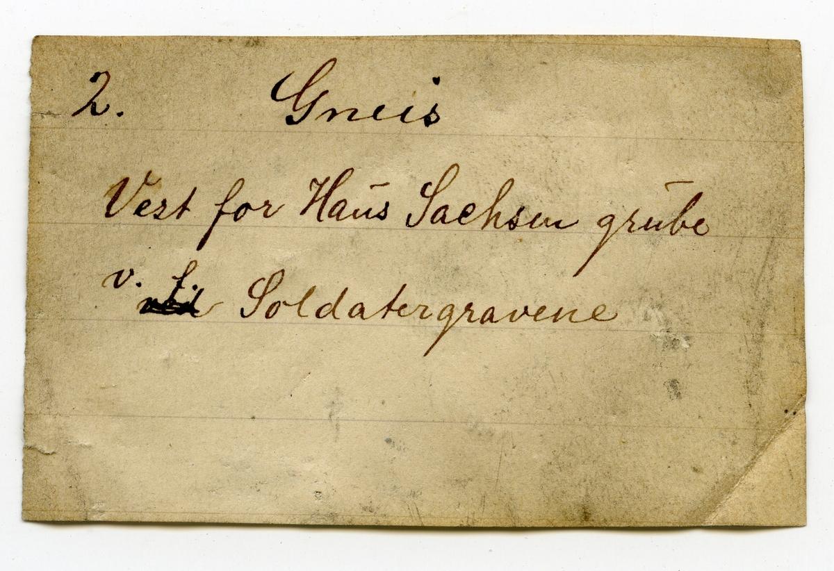 Etikett på prøve: 2  Etikett i eske: 2. Gneis Vest for Haus Sachsen grube v. f. Soldatergravene