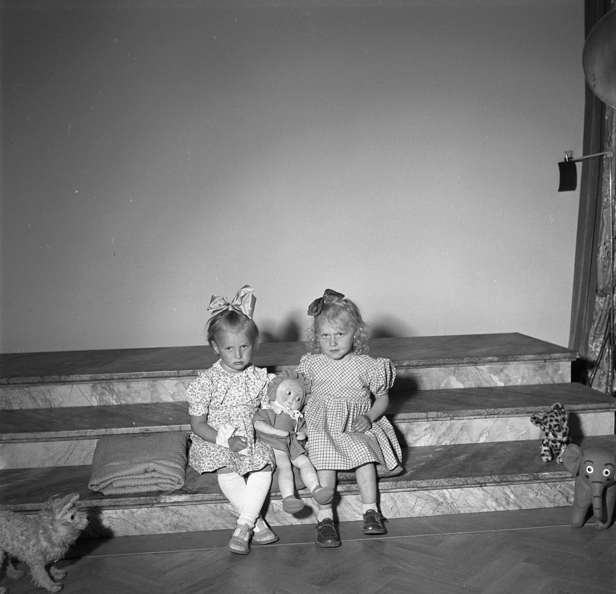 Barn som ska få tillbringa sommaren på Rörbergs koloni. Reportage för Norrlands-Posten. 19 - 20 maj 1949.
