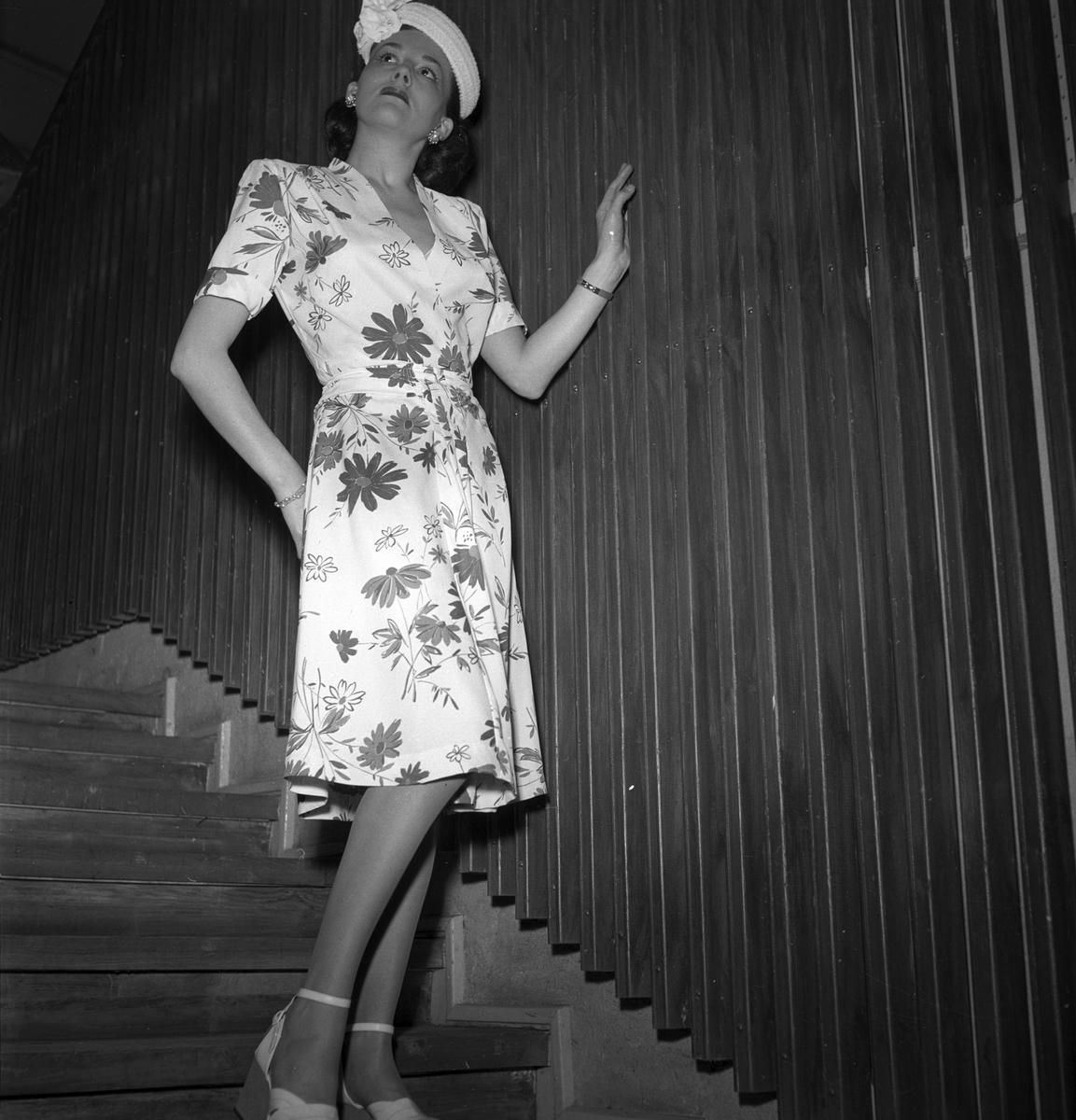 Konsum Alfa. Modevisning på Blå Fältet, Folkets Park. April 1947.