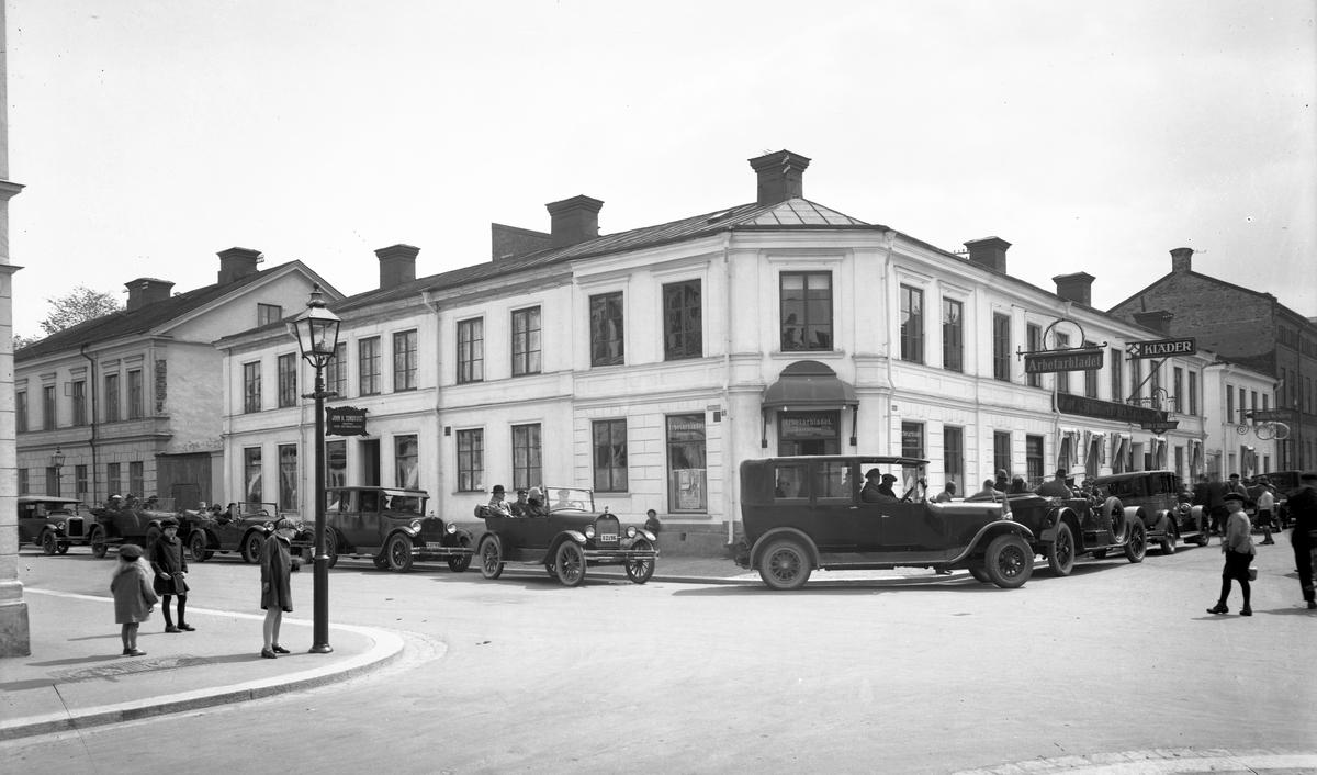 Gävle. Bilkortege korsningen Hattmakargatan och Ruddammsgatan.