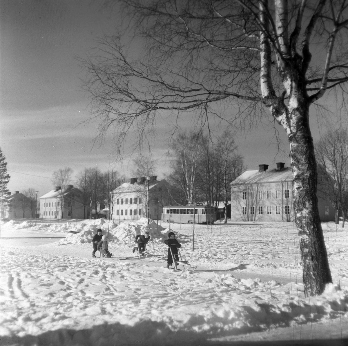 Holmsund. Korsnäs AB. Den 3 mars 1955. Redan från början av bolagets verksamhet anlades bostäder för de anställda enligt tidens krav och möjligheter vid de olika tidpunkterna.