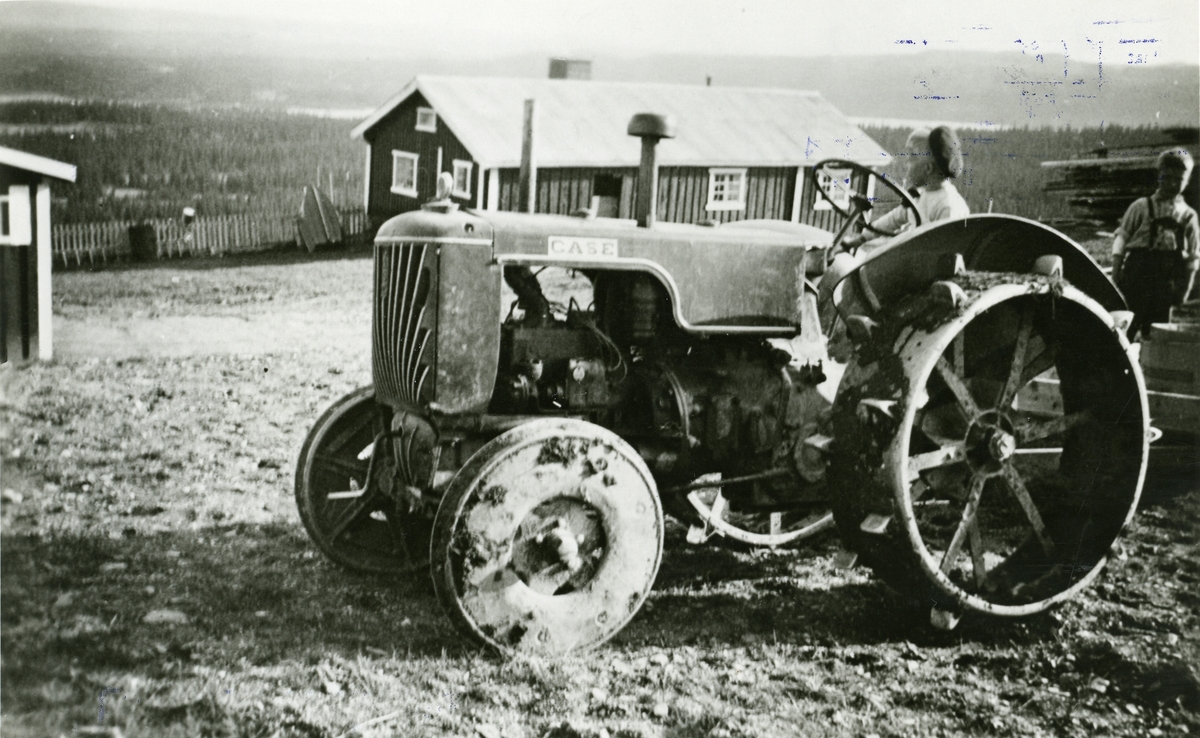 Traktor som står på Austgarden seter, Sør-Aurdal.