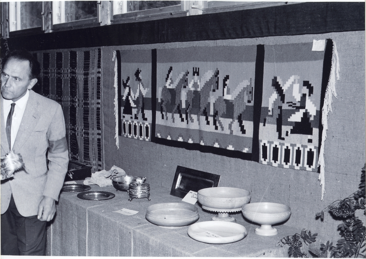 Eivind Strondi i husflidutstillinga