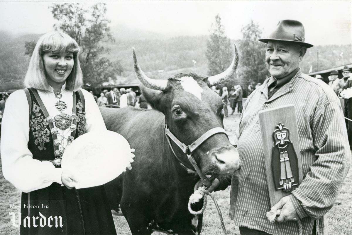 Jørgen Hagebakken får ærespremie for Prinsess i 1985.