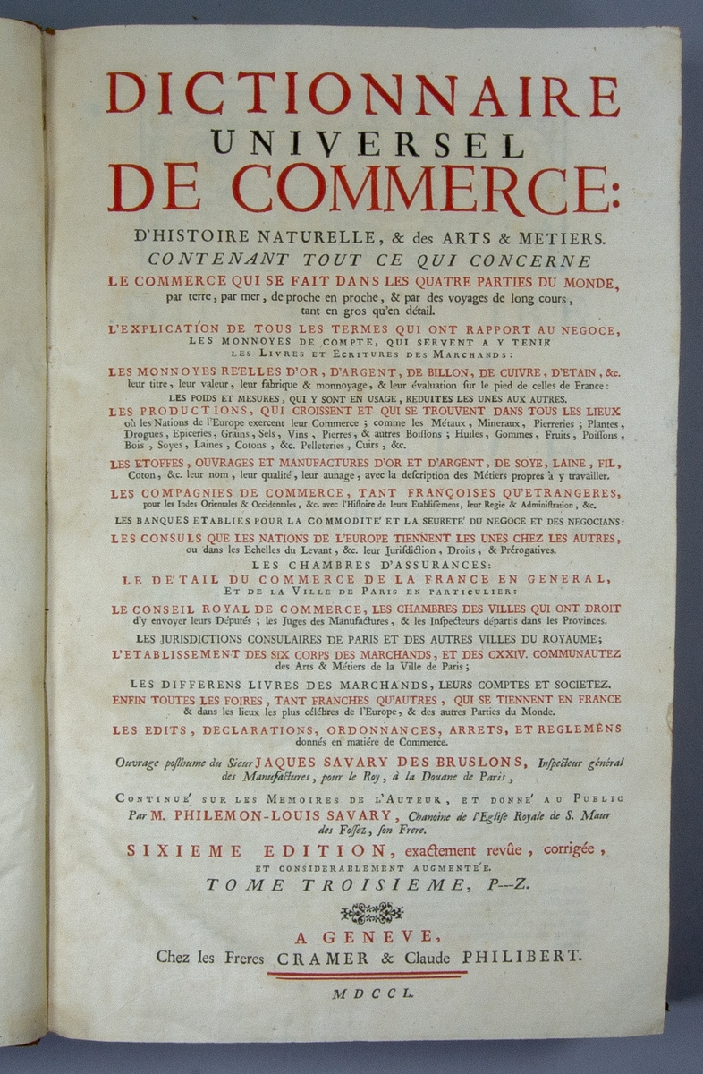 """Bok, halvfranskt band: """"Dictionnaire universel de Commerce"""", vol. III, skriven av Jacques Savary des Brûlons och avslutad av hans bror Louis-Philémon Savary 1723, tryckt av les frères Cramer & Claude Philibert i Genève, Schweiz, 1750.  Bandet med blindpressad rygg, med sju upphöjda bind och ett mörkare titelfält med bindpressad titel. Pärmen klädd i marmorerat papper. Med blåstänkt snitt."""