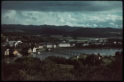 Utsikt mot Lavanger og Sundbrua fra Nesset.