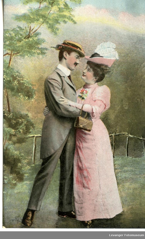 Postkort  romantisk tegning av kvinne og mann omfanver hverandre.