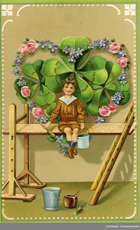 Postkort  gutt et et blomsterhjerte, brukt som julekort.