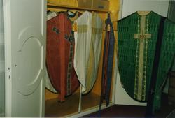 Mässhakar i sakristian i Målilla kyrka.