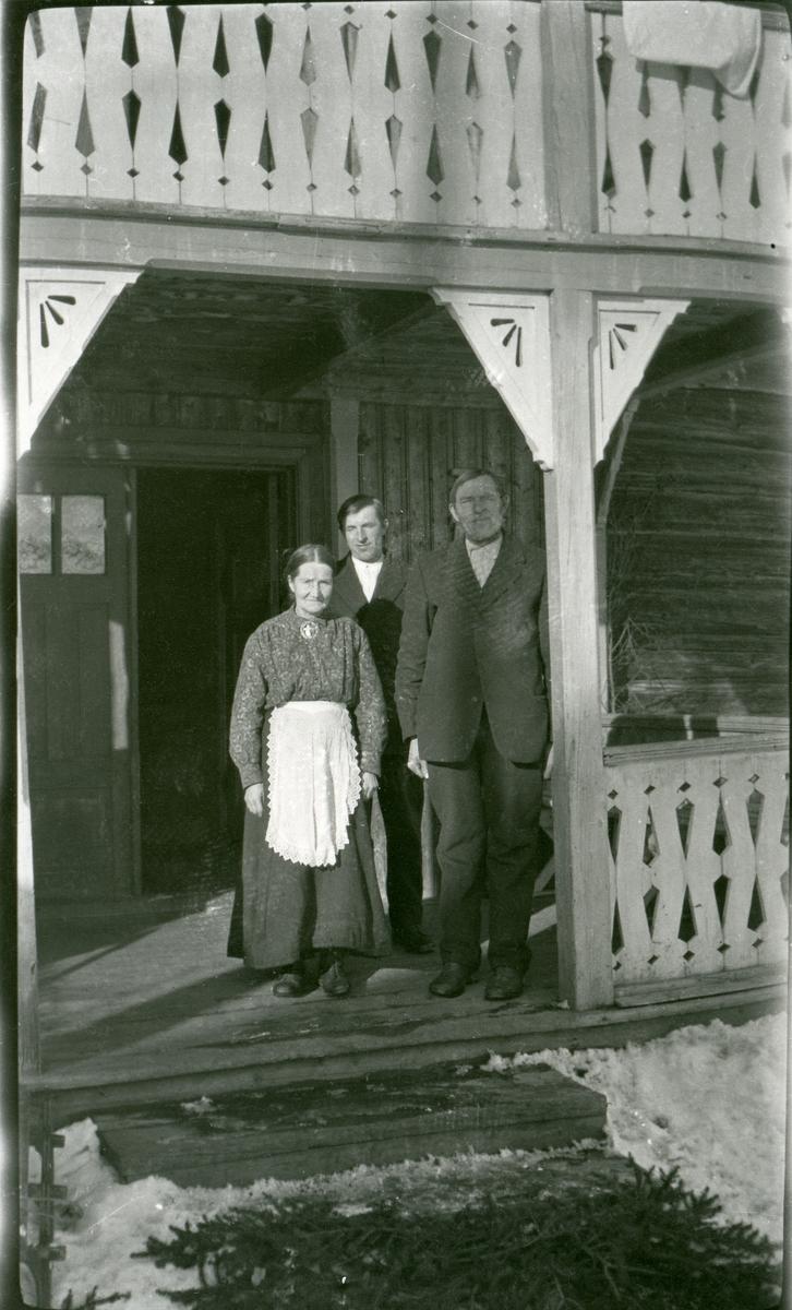 Ingebjørg, Olav og Syver Veglingsrud.