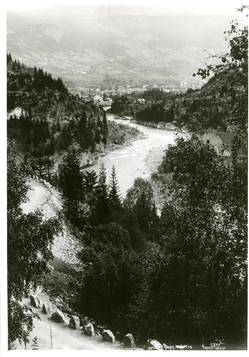 Foto tatt i Bagnskleivene med utsikt mot østre Bagn.