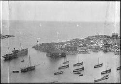 Panorama over fiskeværet Halten, sett fra fyret. Del 4. Skan