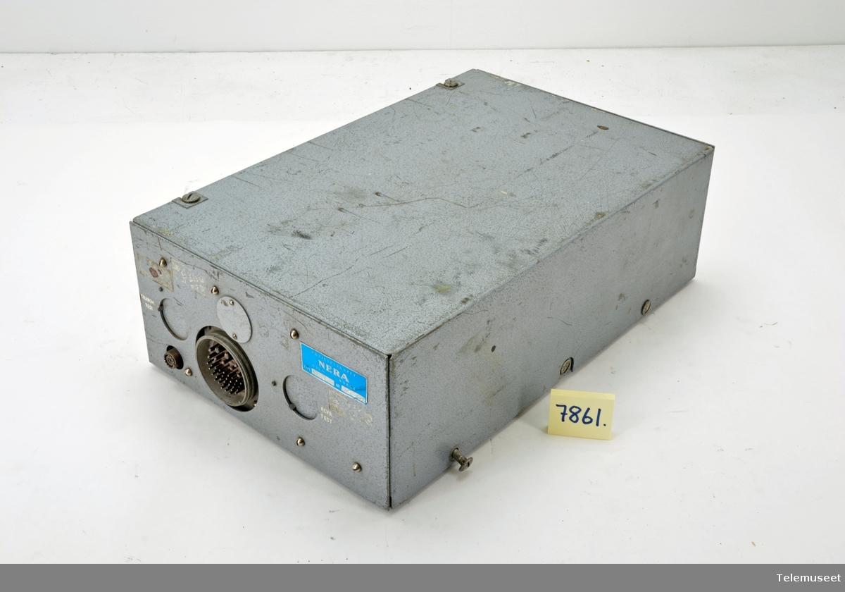 Med radiorør. Utgangseffekten 20 W, Antall kanaler 1 eller 2. Simplex .