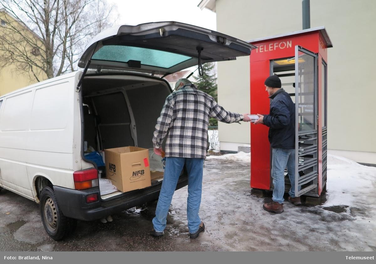 Telefonkiosk Einars vei Oslo, forberedelser til nytt innhold, første bøker inn på hyllene i Keyserkiosk