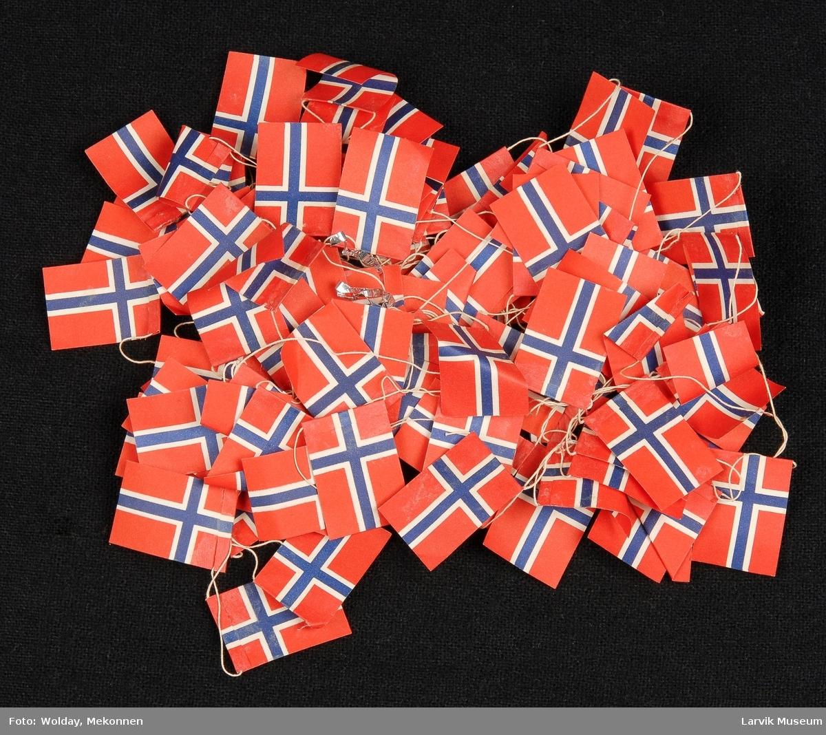 Form: flagg på snor