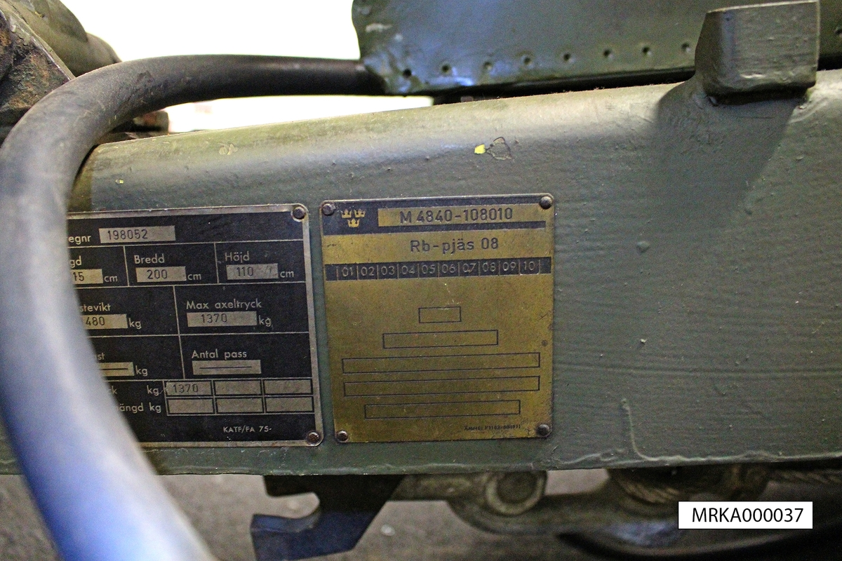 Allmänt: Från en robotpjäsvagn startades roboten med krutgasraketer som fälldes när de brunnit ut. Därefter drevs roboten av sin turbojetmotor. Roboten var målsökande och hade stor sprängverkan i målet.  Måldata erhölls från spaningsradarstationer eller från sammansatt spaningsinformation via örlogsbas. Dessa data tillsammans med övriga skjutelement beräknades i ett robotcentralinstrument och överfördes till roboten under prepareringen inför avfyrningen.  Efter avfyrning steg roboten till en höjd på ca 600m över vattenytan och höll kursen med hjälp av en autopilot. När den nått inställt avstånd från målet aktiverades radarmålsökaren som, när den hittade rätt mål, tog över styrningen och ledde roboten under dykning mot målet.   Data: Startvikt: 1 200 kg beroende på utrustning  Starthjälp: Dubbla krutraketer, brinntid = 3,6 sek  Drivning: Turbojetmotor, max 23 000 varv/min Bränsleförbrukning: 9 kg/min  Flygtid: 20-30 min beroende på flyghöjd och fart  Flyghastighet: 200 - 230 m/sek (0,7-0,8 M) Räckvidd: 30 – 40 mil.