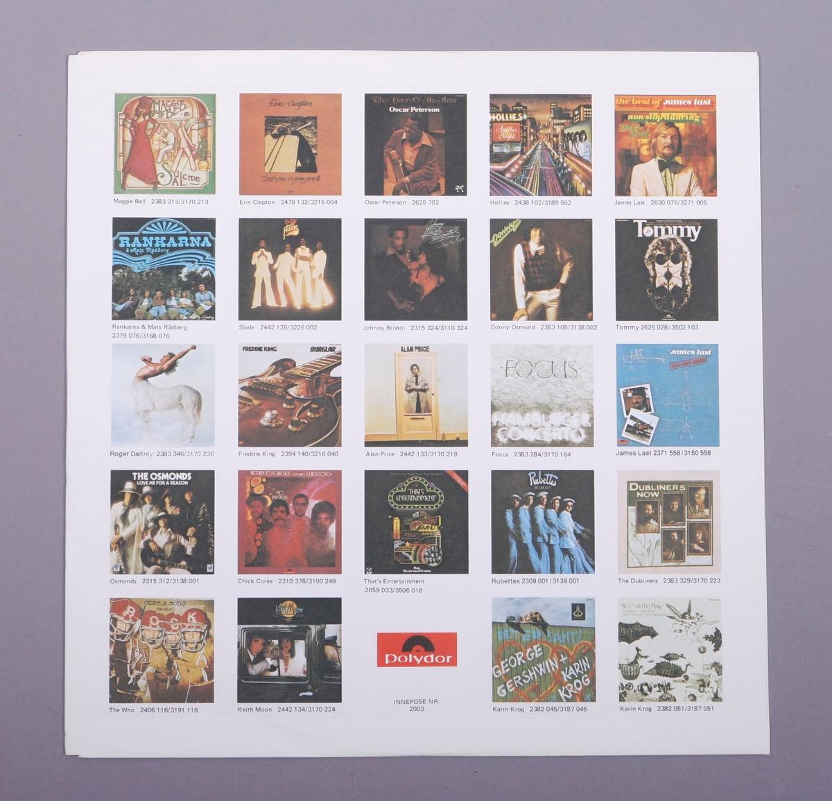 Grammofonplate i svart vinyl og plateomslag i papp. Plata ligger i en papirlomme som har bilder av andre utgivelser.