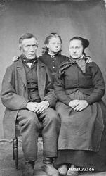 Portrett av liten familie